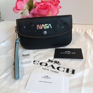 Coach Clutch &Wristlet Leather Nasa color Black
